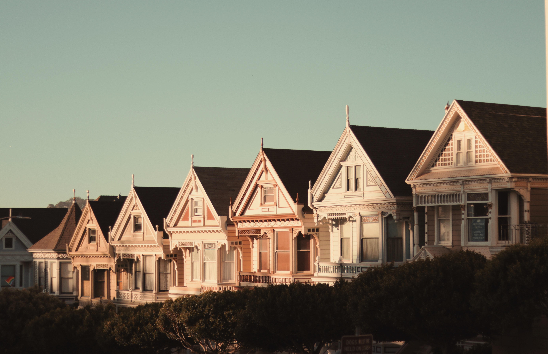 Entenda como o juro na mínima sustenta o crédito imobiliário mesmo na pandemia